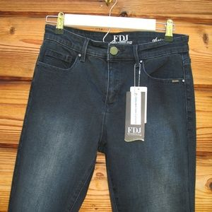French Dressing Jeans Jeans - NWT FDJ Christina Boot Cut Jeans 6 X 33